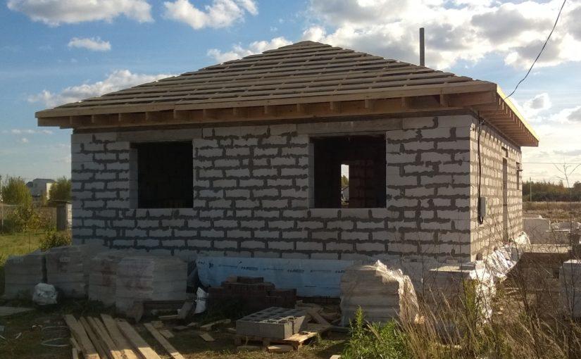 Ubezpieczenie domu w budowie: Co powinna zawierać polisa?
