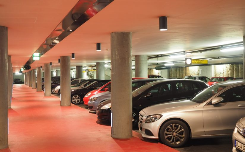 Sąd Okręgowy: Sprawca szkody parkingowej w pełni odpowiada za swoje czyny